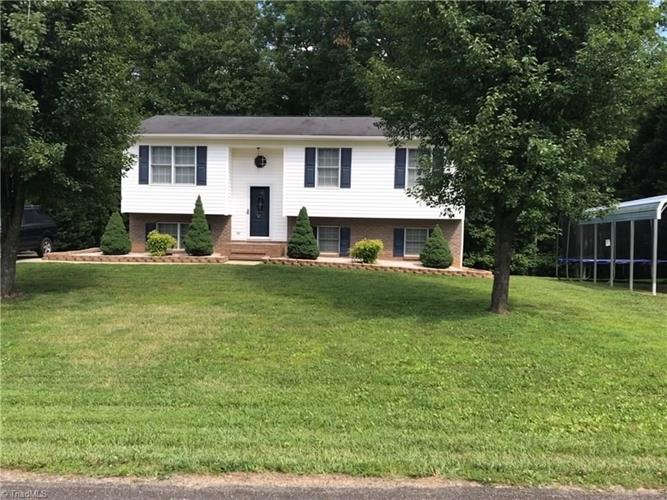 198 Oak Ridge Place, Mount Airy, NC 27030