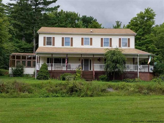 5 Club House Rd, Saugerties, NY 12477