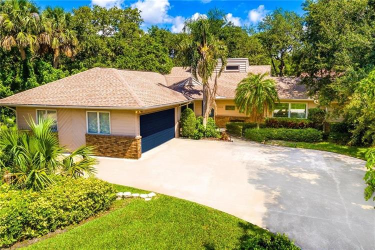 1015 Mangrove Lane, Vero Beach, FL 32963