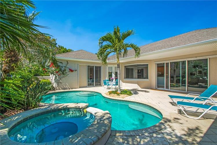 222 Oak Hammock Circle SW, Vero Beach, FL 32962
