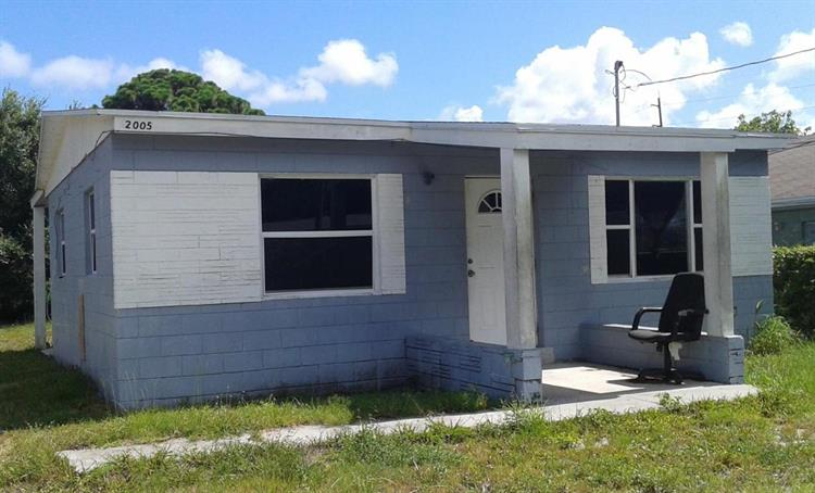 2005 Avenue P, Fort Pierce, FL 34946