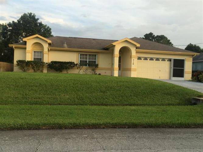 714 SW Arkansas Terrace, Port Saint Lucie, FL 34953