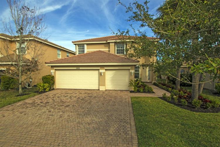 1925 Grey Falcon SW Circle, Vero Beach, FL 32962
