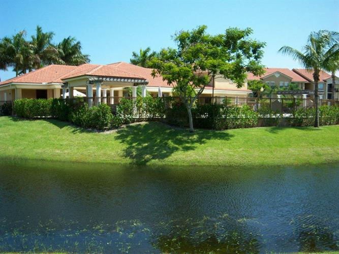 610 Villa Circle, Boynton Beach, FL 33435