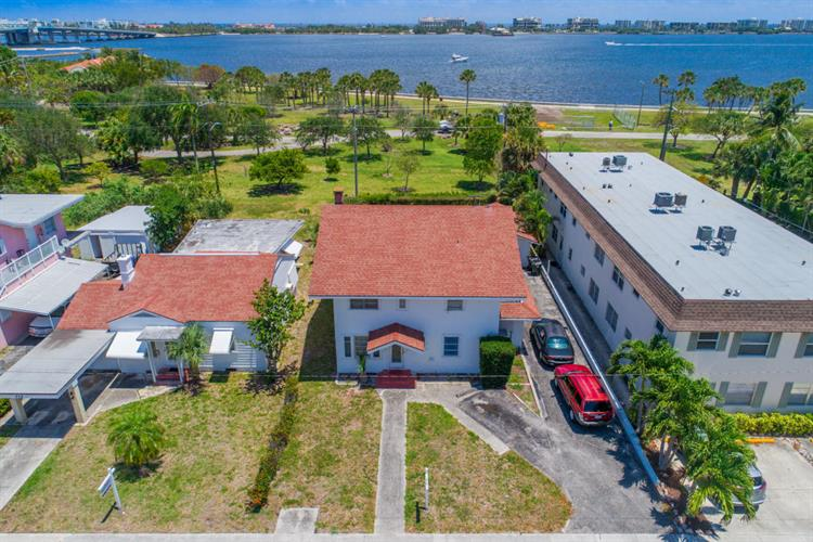 226 S Lakeside Drive, Lake Worth, FL 33460