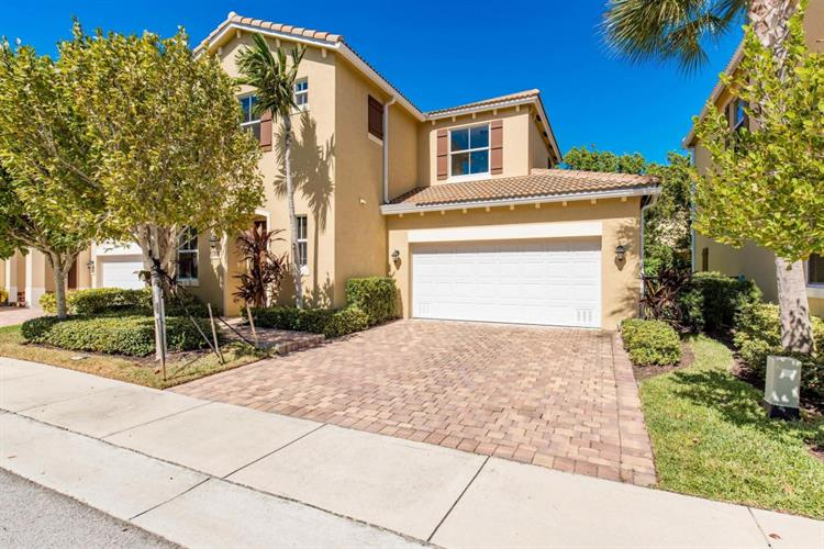 441 Tiffany Oaks Way, Boynton Beach, FL 33435