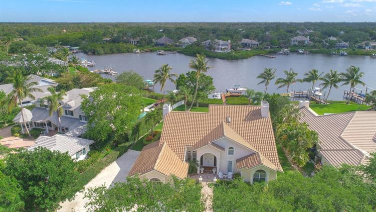10385 SE Banyan Way, Tequesta, FL 33469