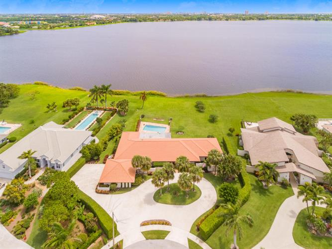 6 Carnoustie Circle, West Palm Beach, FL 33401