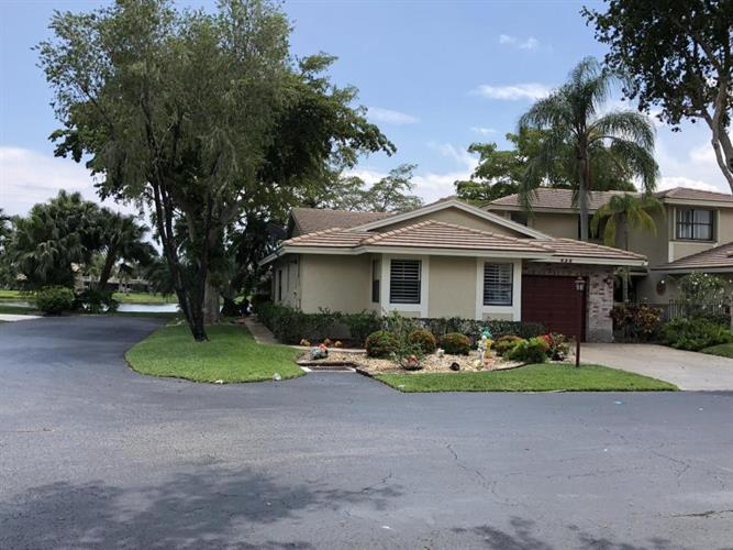 432 S Deer Creek Lake Point Lane, Deerfield Beach, FL 33442