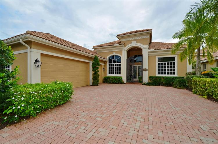 6772 Casa Grande Way, Delray Beach, FL 33446