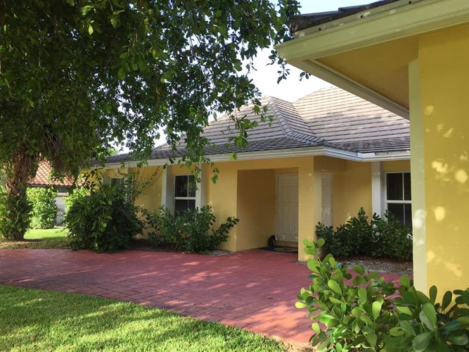2099 Greenview Cove Drive, Wellington, FL 33414