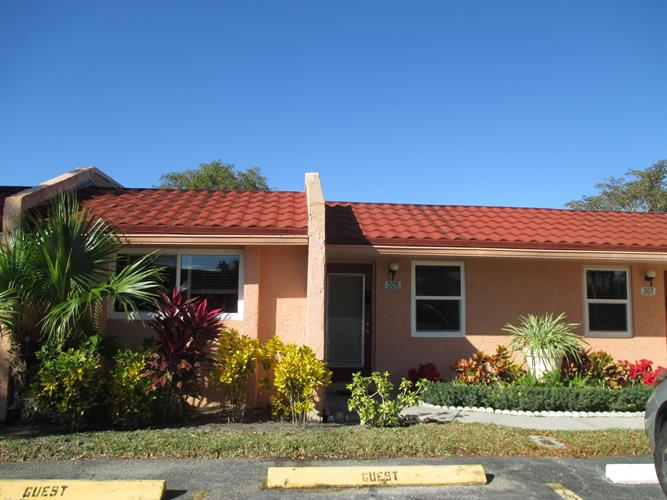 305 Lake Evelyn Drive, West Palm Beach, FL 33411 - Image 1