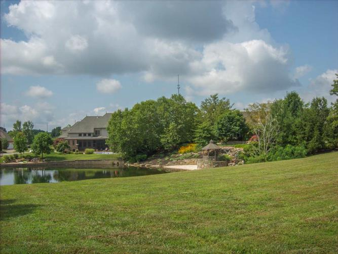 5811 Shadow Creek Lane, Newburgh, IN 47630