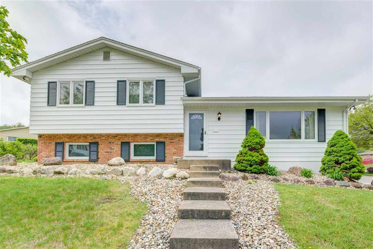 2720 Tomahawk Trail, South Bend, IN 46628