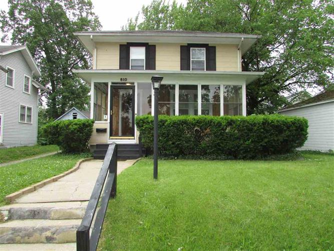 810 E Donald, South Bend, IN 46613