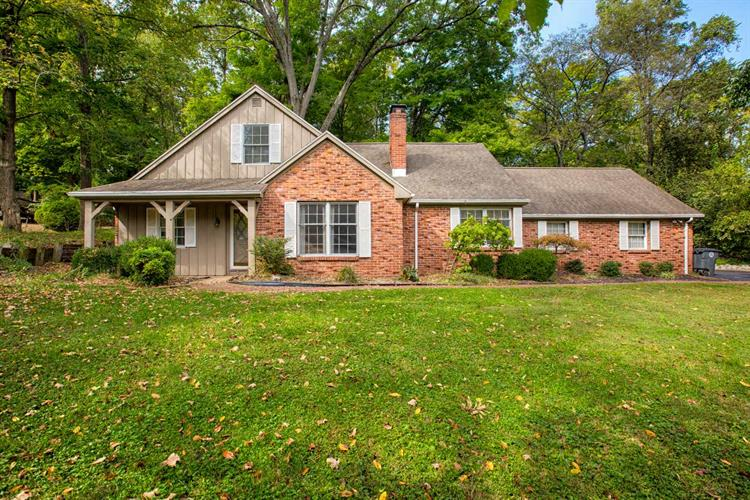 3990 Wood Castle Road, Evansville, IN 47711