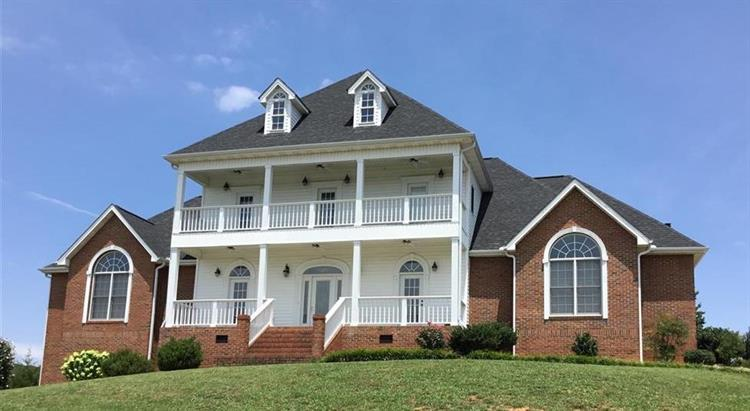 1854 Lakebrook Circle, Dandridge, TN 37725