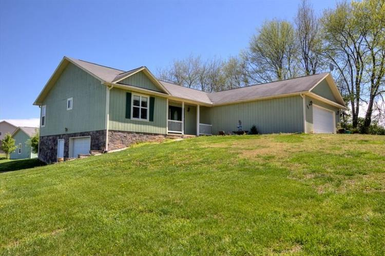 968 Valley Home RD, Dandridge, TN 37725