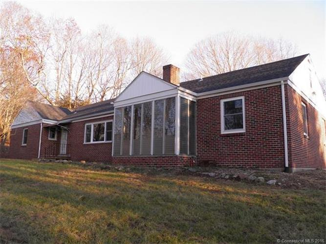 19 Peckham Ln, Killingly, CT 06239