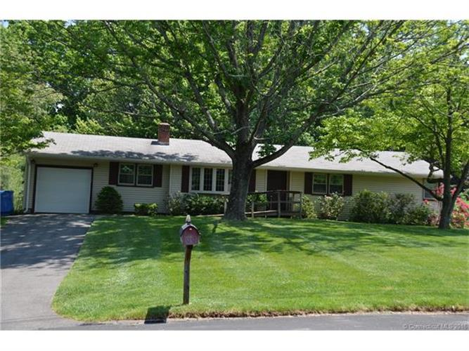 409 Sterling Pl, Hamden, CT 06514