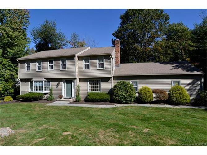 11 Maplecrest Ln, North Haven, CT 06473
