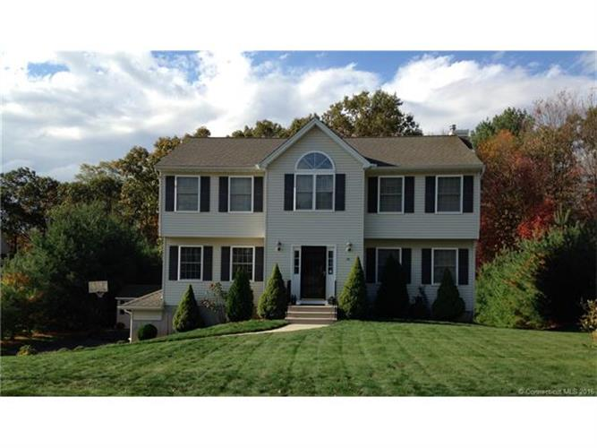 166 Applewood Ln, Naugatuck, CT 06770