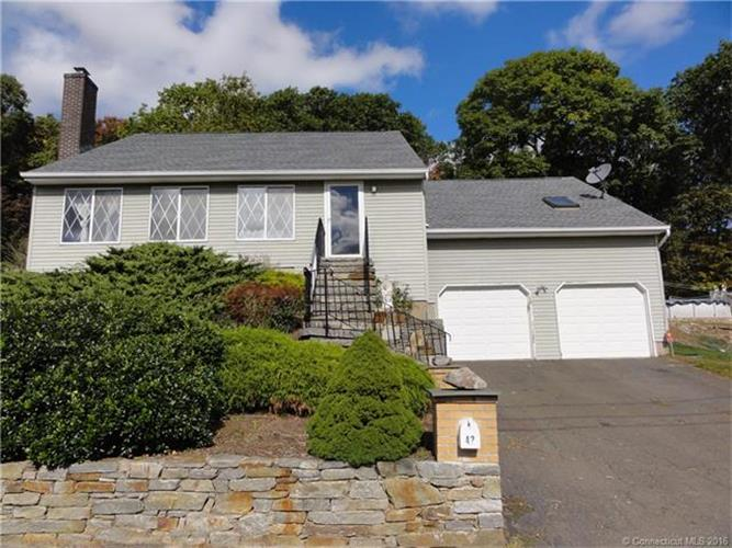 42 Oak Hollow Dr, Waterbury, CT 06708