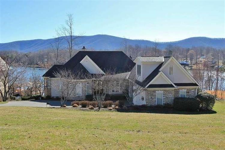 140 East View CIR, Penhook, VA 24137