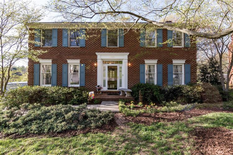2881 Larkview CIR, Roanoke, VA 24015