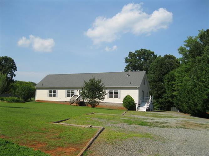 7119 BURNT CHIMNEY RD, Wirtz, VA 24184