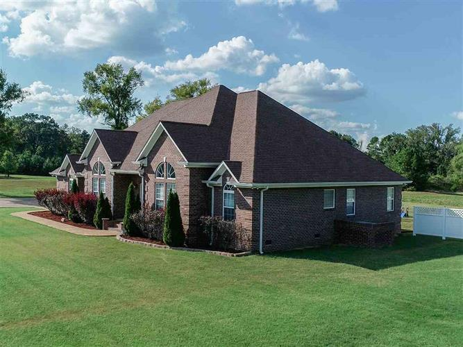 115 DODD, Savannah, TN 38372 - Image 1