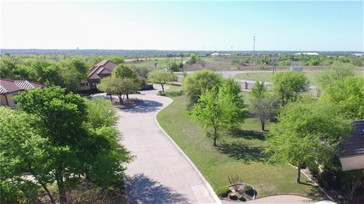 7020 Shinnecock Hills Drive, Fort Worth, TX 76132