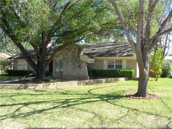 816 Brook Hollow, Brownwood, TX 76801
