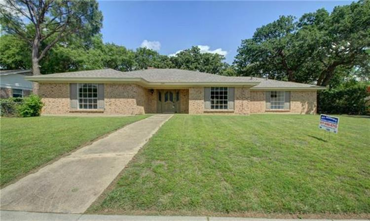 2240 Shady Brook Drive, Bedford, TX 76021