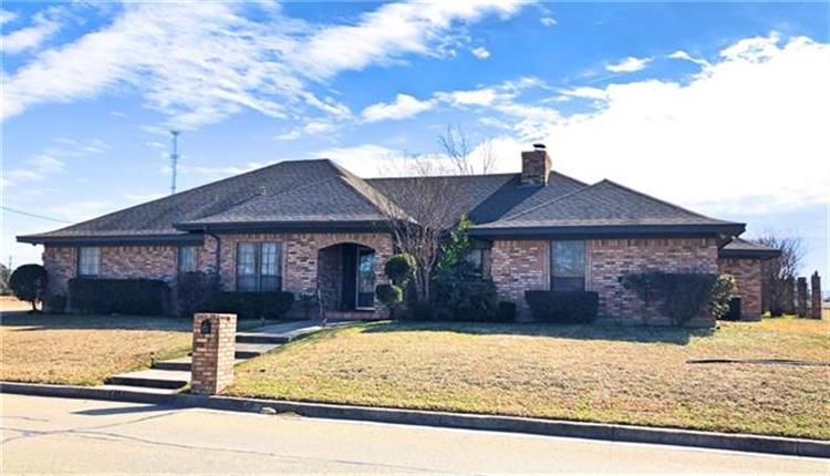 413 W Park Avenue, Weatherford, TX 76086