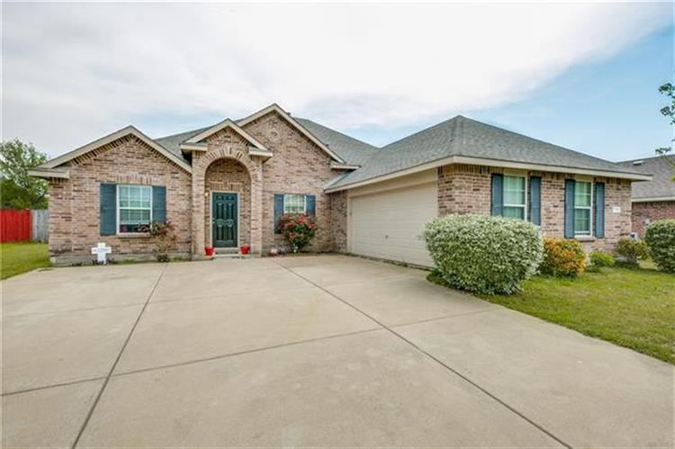 733 Ash Lane, Red Oak, TX 75154