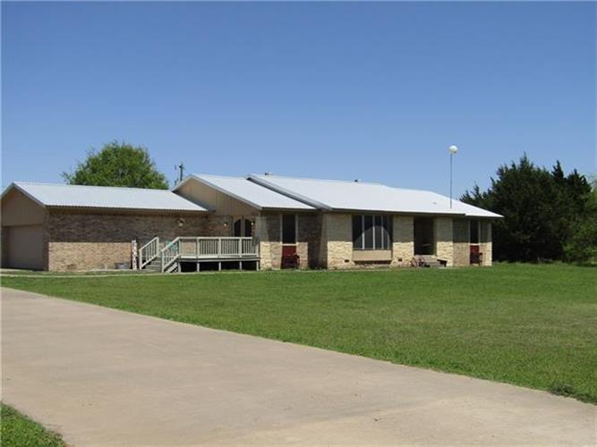 581 County Road 1220, Savoy, TX 75479