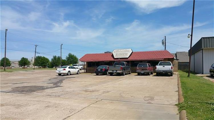 2880 N Main, Paris, TX 75460