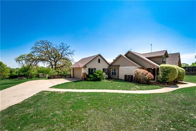 220 Royal Court, Weatherford, TX 76085