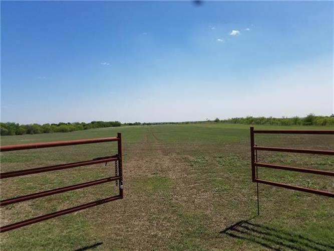 2307 Old Thomas Road, Aubrey, TX 76227