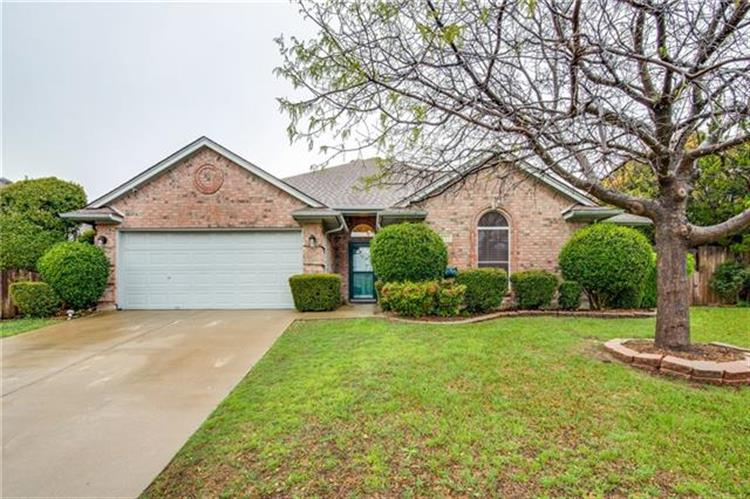 332 Woodcrest Drive, Saginaw, TX 76179