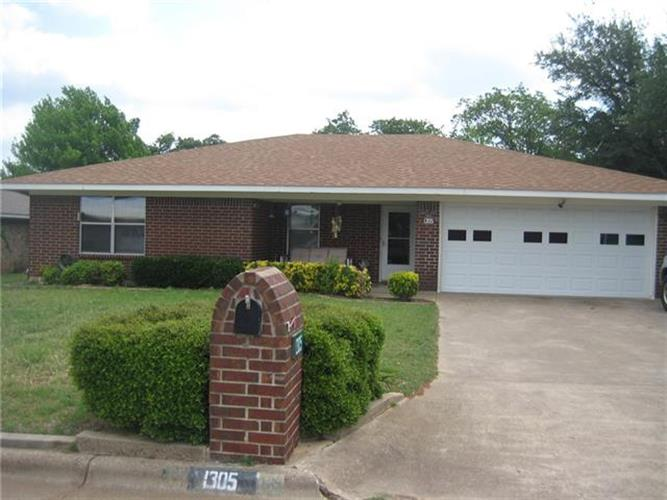 1305 Fairway Drive, Graham, TX 76450
