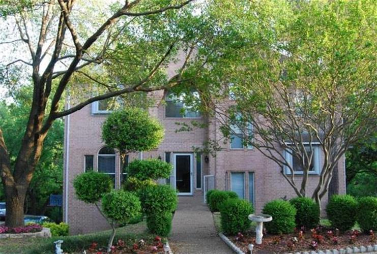 11609 Blue Creek Drive, Fort Worth, TX 76008