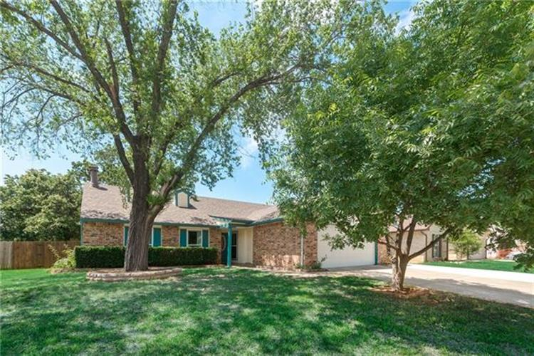 201 Westover Drive, Euless, TX 76039