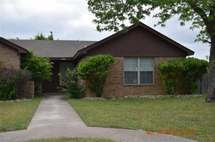 1424 Brook Meadow Circle, Lancaster, TX 75134