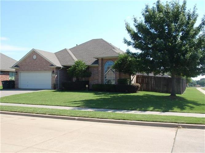 815 Meadow View Drive, Cleburne, TX 76033