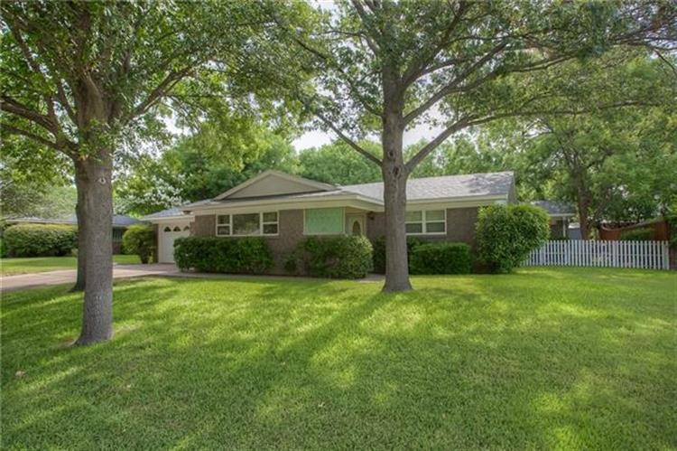 3841 Westerly Road, Benbrook, TX 76116