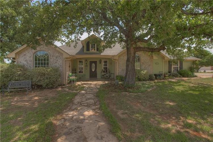 216 Lakeview Court, Weatherford, TX 76088
