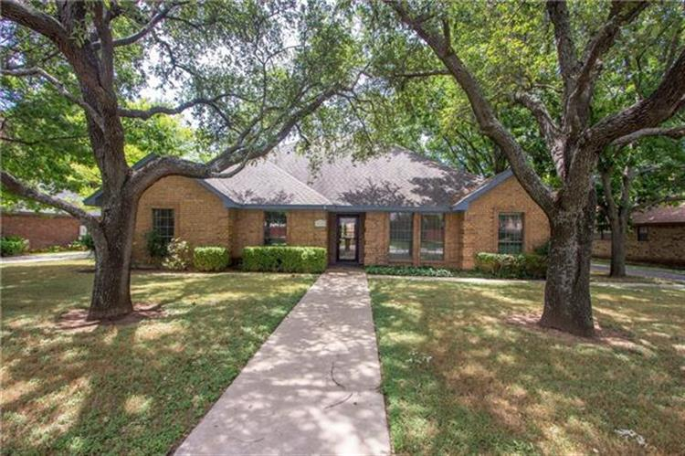 9113 Timber Oaks Drive, Fort Worth, TX 76179