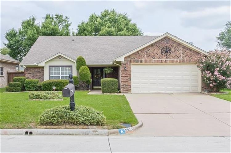 1411 Lincoln Drive, Mansfield, TX 76063